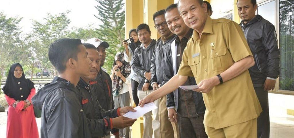 BUPATI MURSIL LEPAS SSB 'GARDA TAMIANG' MENGIKUTI KOMPETISI DCT U-14 TINGKAT NASIONAL